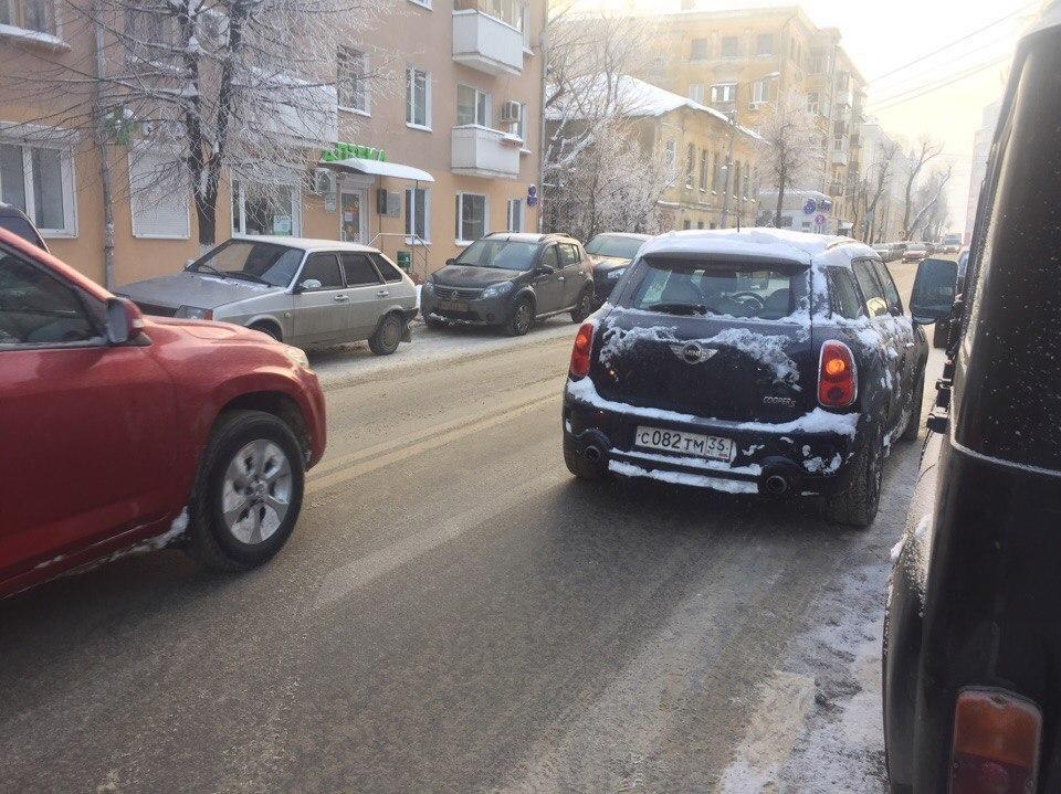 Парковка MINI Cooper вынудила воронежцев идти на лишение прав