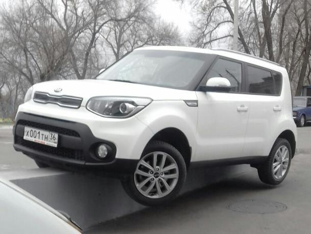 Болезненную парковку KIA показали на фото в Воронеже