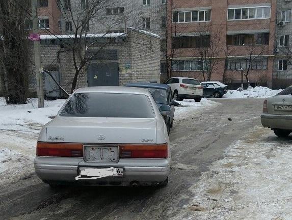 Воронежец бросил машину на середине дороги и ушел домой после конфликта с автомобилисткой