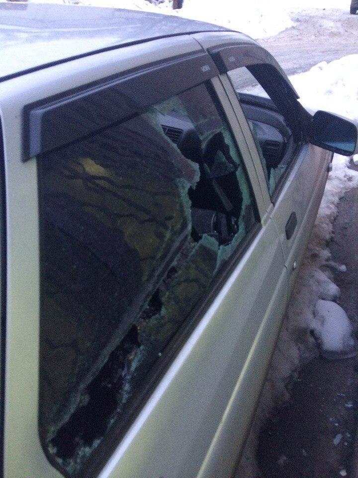 Маршрутчик разбил битой подрезавший его ВАЗ в Воронеже