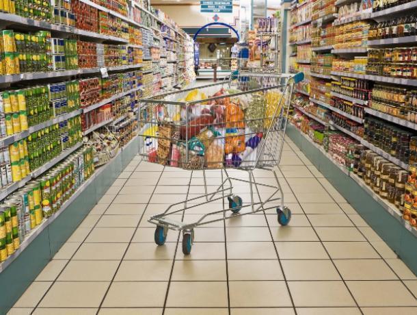 Просроченными продуктами могли торговать в воронежских супермаркетах