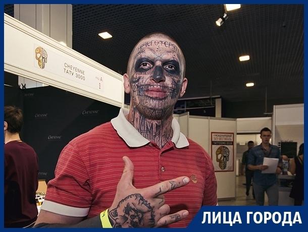 Татуировки не мешают знакомиться с девушками, - воронежский Zombie Boy