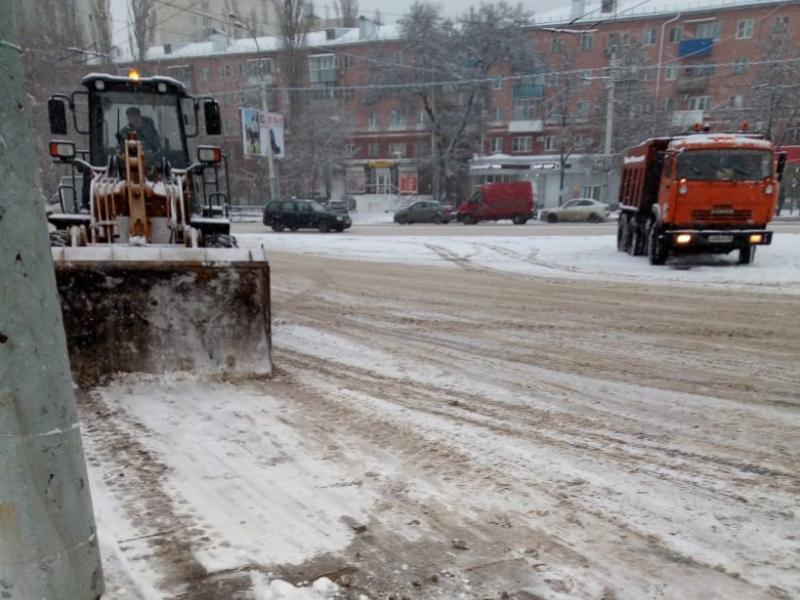 Две сотни снегоуборочных машин не спасли Воронеж от дорожного ада