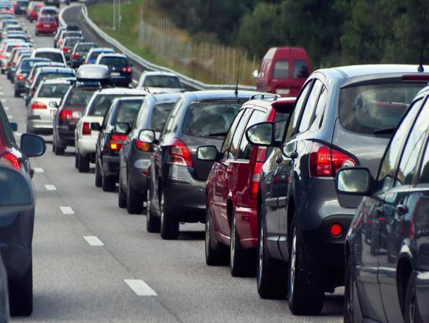 На подъезде к Воронежу образовалась 16-километровая пробка
