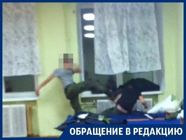 Измывательство над мальчиком в воронежском кадетском корпусе сняли на видео