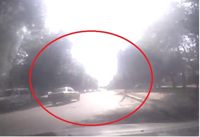 Воронежские гонщик врезался в припаркованные авто на огромной скорости и попал на видео