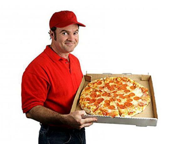 В Воронеже подростки в масках ограбили курьера, доставившего им пиццу