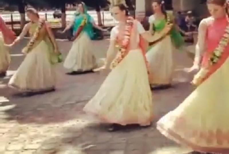 Пляски кришнаитов у Воронежского облправительства попали на видео