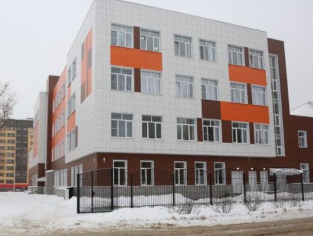 Воронежец ворвался в школу и устроил пьяный дебош